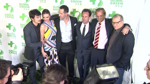 vídeos de stock e filmes b-roll de orlando bloom miranda kerr sebastian copeland matt petersen ed o'neill at global green usa's 10th annual preoscar party on 2/20/13 in los angeles ca - festa do óscar