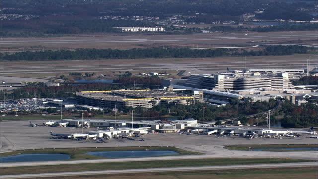 vídeos de stock e filmes b-roll de orlando international airport  - aerial view - florida,  orange county,  united states - florida eua