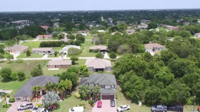 omar mateen backgrounder usa florida fort pierce view aerial of omar mateen's home gv mateen's house police car with lights flashing parked outside... - übersichtsreport stock-videos und b-roll-filmmaterial