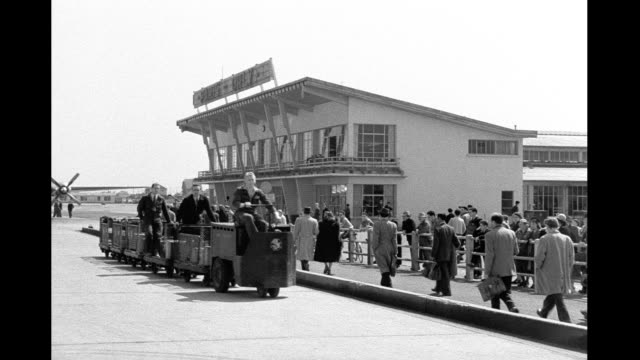 stockvideo's en b-roll-footage met 1946 - orly airport - 1946