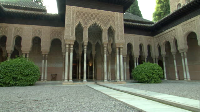CS, TU, PAN, ZI, HA, Ornamental columns in Court of the Lyons in Alhambra palace, Granada, Andalusia, Spain