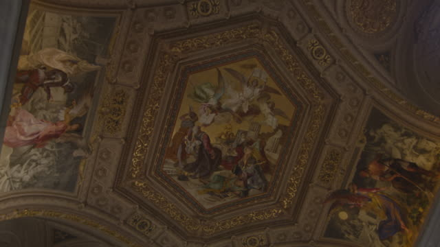 ornate ceiling in the vatican museum - italienische kultur stock-videos und b-roll-filmmaterial