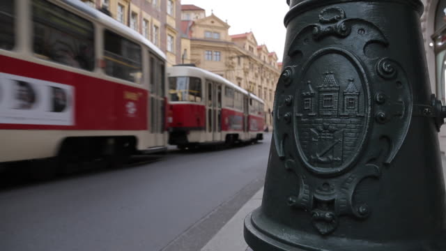 vídeos de stock, filmes e b-roll de ornate lamp post and tram on krizovnicka, old town, prague, czech republic, europe - stare mesto