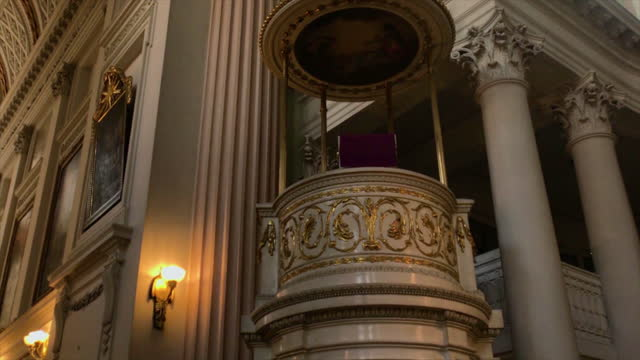 vídeos y material grabado en eventos de stock de ornate pulpit in st. nicholas church in leipzig, germany - johann sebastian bach