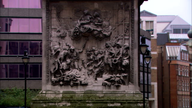 ornate sculptures decorate the pedestal of a london monument. - carving craft product stock videos & royalty-free footage
