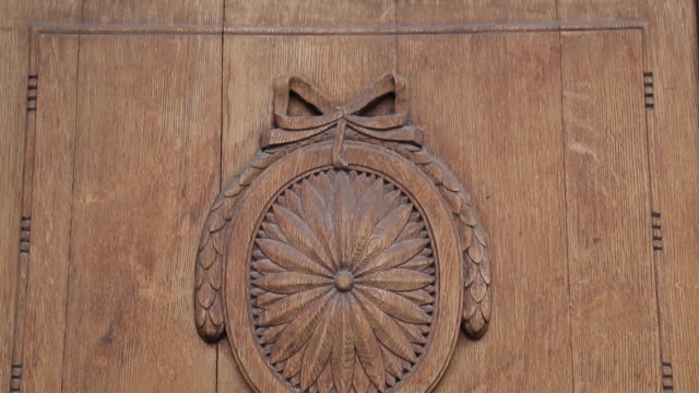 ornate wood carved door, old town square, prague, czech republic, europe - altstädter ring stock-videos und b-roll-filmmaterial