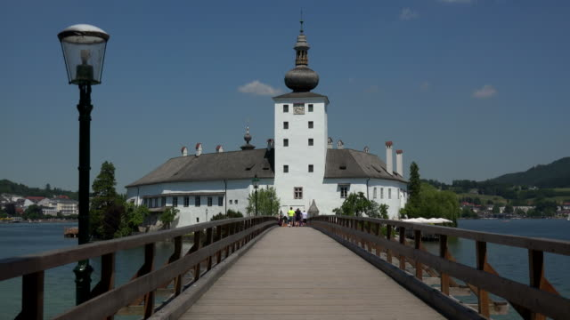 ort castle in the town of gmunden on lake traunsee, salzkammergut, upper austria, austria - salzkammergut stock videos and b-roll footage