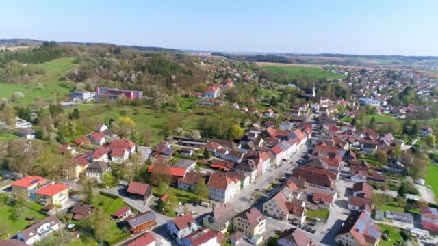vídeos de stock, filmes e b-roll de cidade de ortenburg na baixa baviera - ponto de vista de câmera