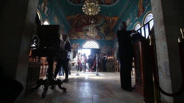 vídeos y material grabado en eventos de stock de orthodox christians celebrate the epiphany inside the church of st. john the baptist on february 2, 2018 in tal el-kharrar, jordan. every year... - baptista