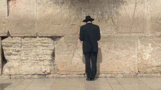 ws orthodox jew praying at wailing wall / jerusalem, israel - judaism stock videos & royalty-free footage