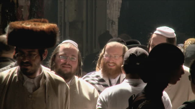 stockvideo's en b-roll-footage met slo mo cu orthodox jewish men walking on old town street / jerusalem, israel - orthodox jodendom