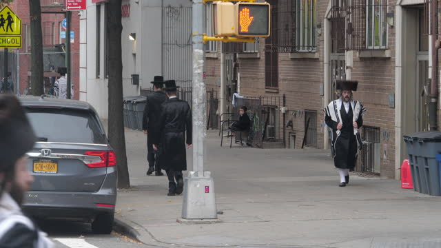 orthodox jewish people walking on the street for sunday gatherings in brooklyn, new york amid the 2020 global coronavirus pandemic. - black colour stock videos & royalty-free footage