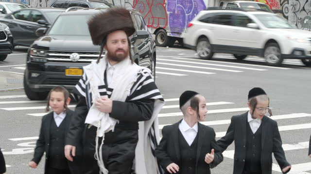 orthodox jewish people walking on the street for sunday gatherings in brooklyn, new york amid the 2020 global coronavirus pandemic. - tradition stock videos & royalty-free footage