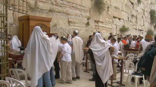 ws orthodox jews praying at wailing wall / jerusalem, israel - wailing wall stock videos & royalty-free footage