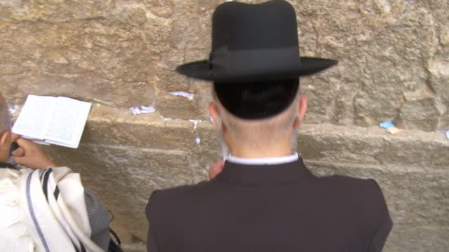 cu pan orthodox jews praying at wailing wall / jerusalem, israel - wailing wall stock videos & royalty-free footage