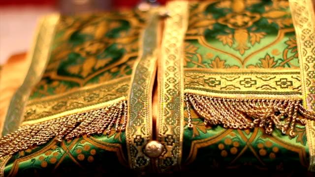 orthodoxer priester kostüm - kreuzbein stock-videos und b-roll-filmmaterial