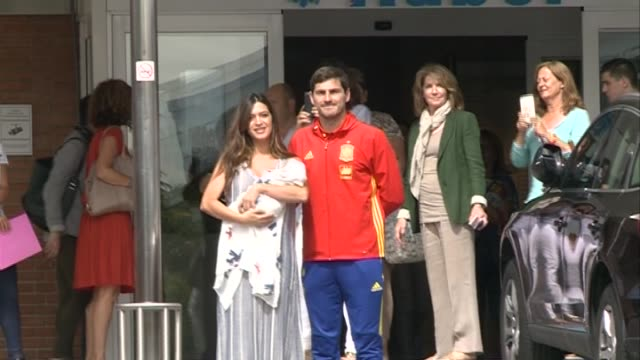 orto goalkeeper iker casillas and sara carbonero present their newborn child lucas at ruber international hospital - サラ カルボネロ点の映像素材/bロール