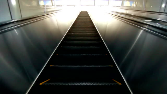 HD : Osaka escalator going up.