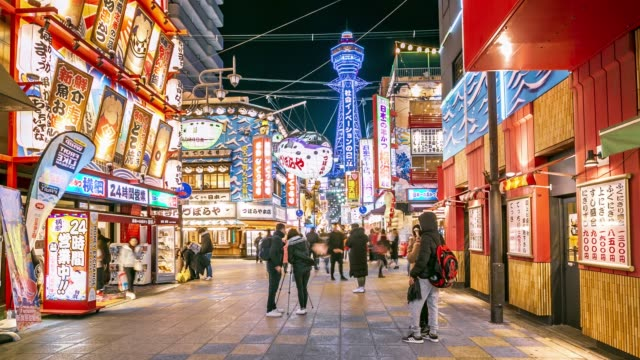 vídeos de stock e filmes b-roll de osaka shopping street at night with crowded store, timelapse - bar local de entretenimento