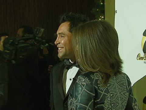 oscar de la hoya and millie corretjer at the 2006 evening of champions oscar de la hoya foundation honors antonio banderas sam nazarian steve westley... - the beverly hilton hotel stock-videos und b-roll-filmmaterial