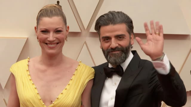 oscar isaac and his wife elvira lind walking the red carpet at the 92nd annual academy awards at the dolby theater in los angeles, california. - music or celebrities or fashion or film industry or film premiere or youth culture or novelty item or vacations 個影片檔及 b 捲影像
