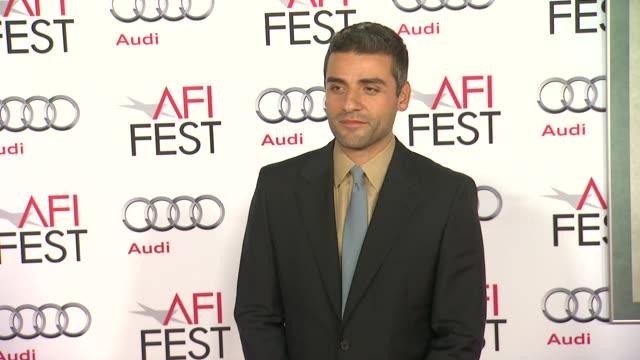 oscar isaac at afi fest 2013 premiere of inside llewyn davis in hollywood ca on - 映画プレミア点の映像素材/bロール