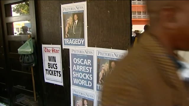 oscar pistorius appears in court accused of murdering reeva steenkamp newspaper posters on wall close shot of poster with headline 'tragedy' and... - オスカー・ピストリウス点の映像素材/bロール