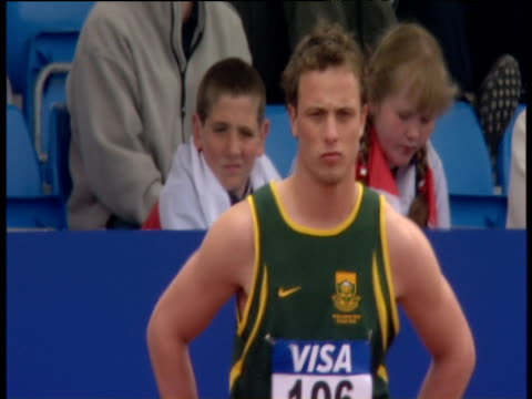 oscar pistorius lines up for men's t44 100m final, paralympic world cup, manchester regional arena; 2005 - ヒート点の映像素材/bロール