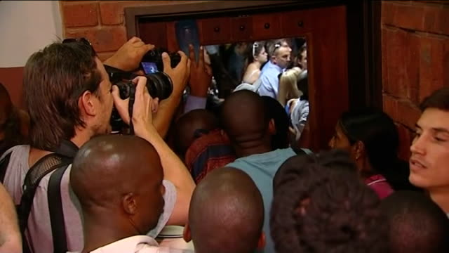 stockvideo's en b-roll-footage met oscar pistorius murder case bloodied cricket bat allegedly found int press and photographers crowded around door of courtroom where pistorius is... - channel 4 news