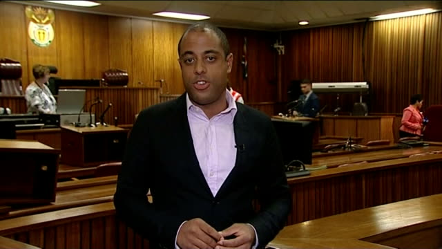 vídeos y material grabado en eventos de stock de oscar pistorius murder trial: pathologist gives evidence; reporter to camera - patólogo
