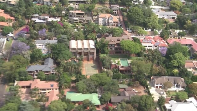 oscar pistorius to serve rest of sentence under house arrest air view house where oscar pistorius under house arrest - オスカー・ピストリウス点の映像素材/bロール