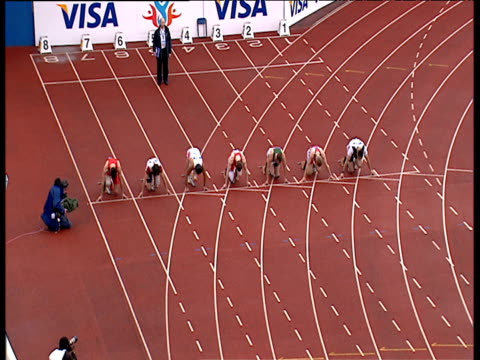 oscar pistorius wins gold in men's t44 100m final in time of 1188 paralympic world cup manchester regional arena 2006 - オスカー・ピストリウス点の映像素材/bロール