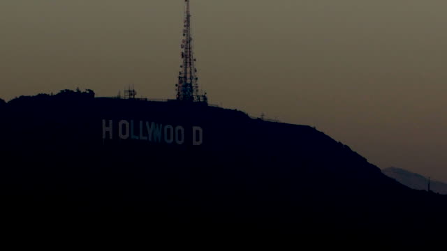 stockvideo's en b-roll-footage met oscar preparation is underway, it draws tourists to hollywood boulevard, hollywood sign, and the hollywood walk of fame. - boulevard