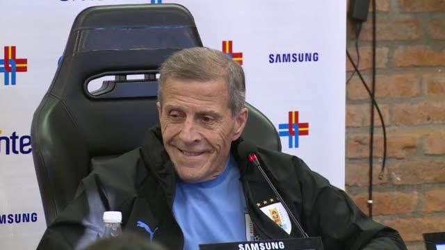 oscar washington tabarez seguira dirigiendo a la seleccion de uruguay por los proximos cuatro anos - dirigir stock videos and b-roll footage