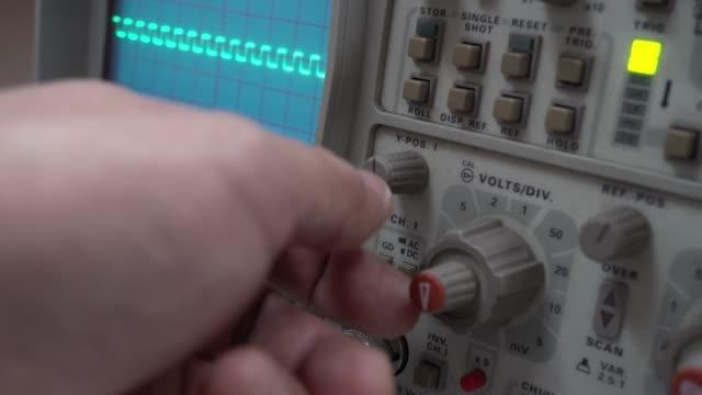 oscilloscope - oscilloscope stock videos & royalty-free footage