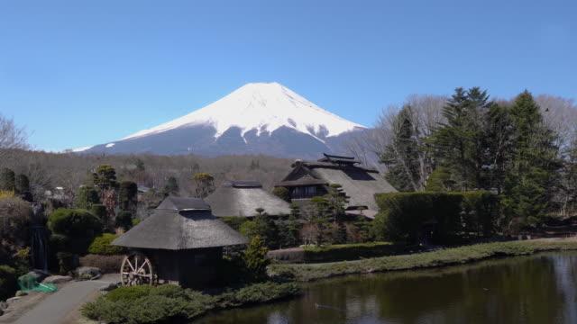 河口湖と山中湖湖の間に位置する富士五湖の小さな村、忍野八海。 - 山梨県点の映像素材/bロール