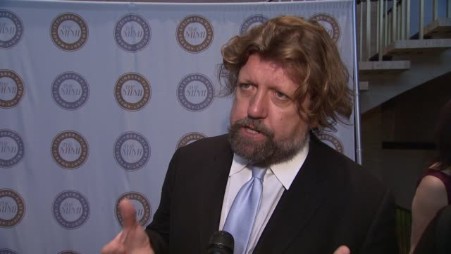 oskar eustis on the immense talent of the playwrights, on why this recognition is so important. on why the harold and mimi charitable trust is so... - 脚本家点の映像素材/bロール