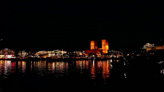 stockvideo's en b-roll-footage met oslo city hall at night in november. - nacht