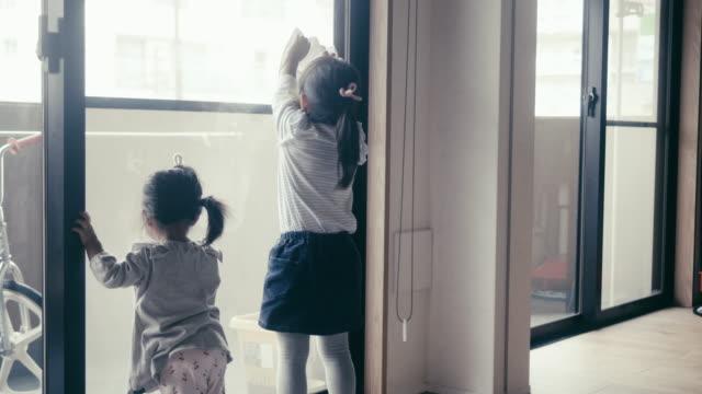 大正月-大晦日に家を掃除する日本の子供たち - リアルライフ 点の映像素材/bロール