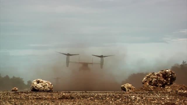 vídeos y material grabado en eventos de stock de osprey landing during forager fury iii/valiant shield in tinian - tinian