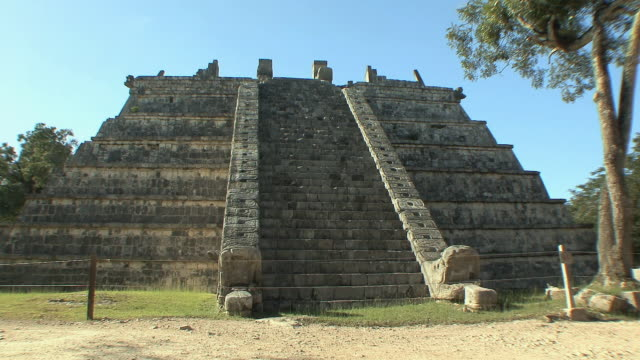 ws ossario, step-pyramid temple, burial ground at pre-columbian archaeological site built by maya civilization / chichen itza, yucatan, mexico - pre columbian stock videos and b-roll footage