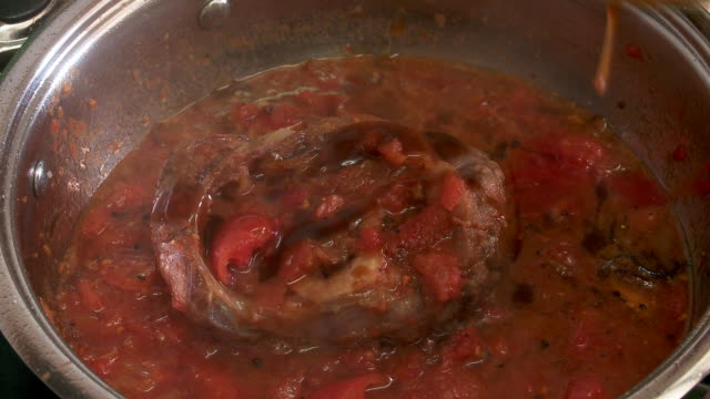 osso bucco cooking