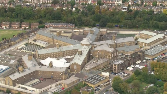 stockvideo's en b-roll-footage met inquest finds failures at wandsworth prison contributed to prisoner's death lib / london hm prison wandsworth wandsworth prison end lib - wandsworth