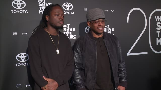 stockvideo's en b-roll-footage met oswin benjamin and rapper sway at vh1 save the music 20th anniversary gala at sir stage 37 on october 16 2017 in new york city - vh1