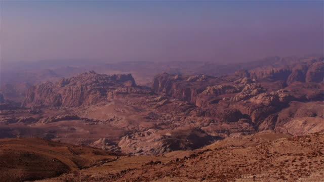 vídeos de stock e filmes b-roll de otherworldly beautiful landscape in petra, jordan, middle east - petra