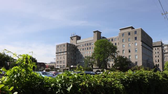 ottawa elizabeth bruyere hospital above hedge on a sunny summer day - brick stock videos & royalty-free footage