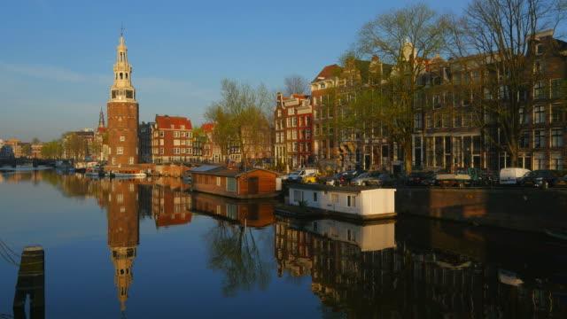 vidéos et rushes de oudeschans canal and montelbaanstoren tower, amsterdam, north holland, netherlands - amsterdam