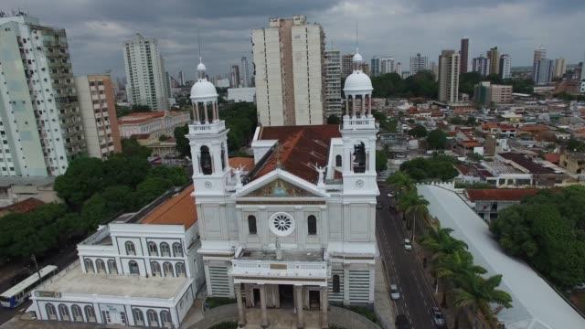 vídeos de stock, filmes e b-roll de nossa senhora de nazare cathedral in belem do para - templo