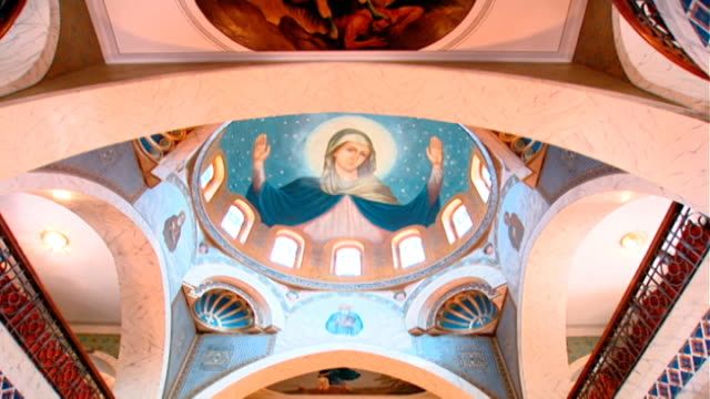 our lady of zeitoun church. low angle view of a domed ceiling fresco of the virgin mary with open arms. the virgin mary is said to have miraculously... - 奇跡点の映像素材/bロール