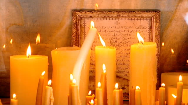 vídeos de stock e filmes b-roll de our lady of zeitoun church. tilt-up from candles lit before an icon of the virgin mary who is said to have miraculously appeared above the church in... - milagres